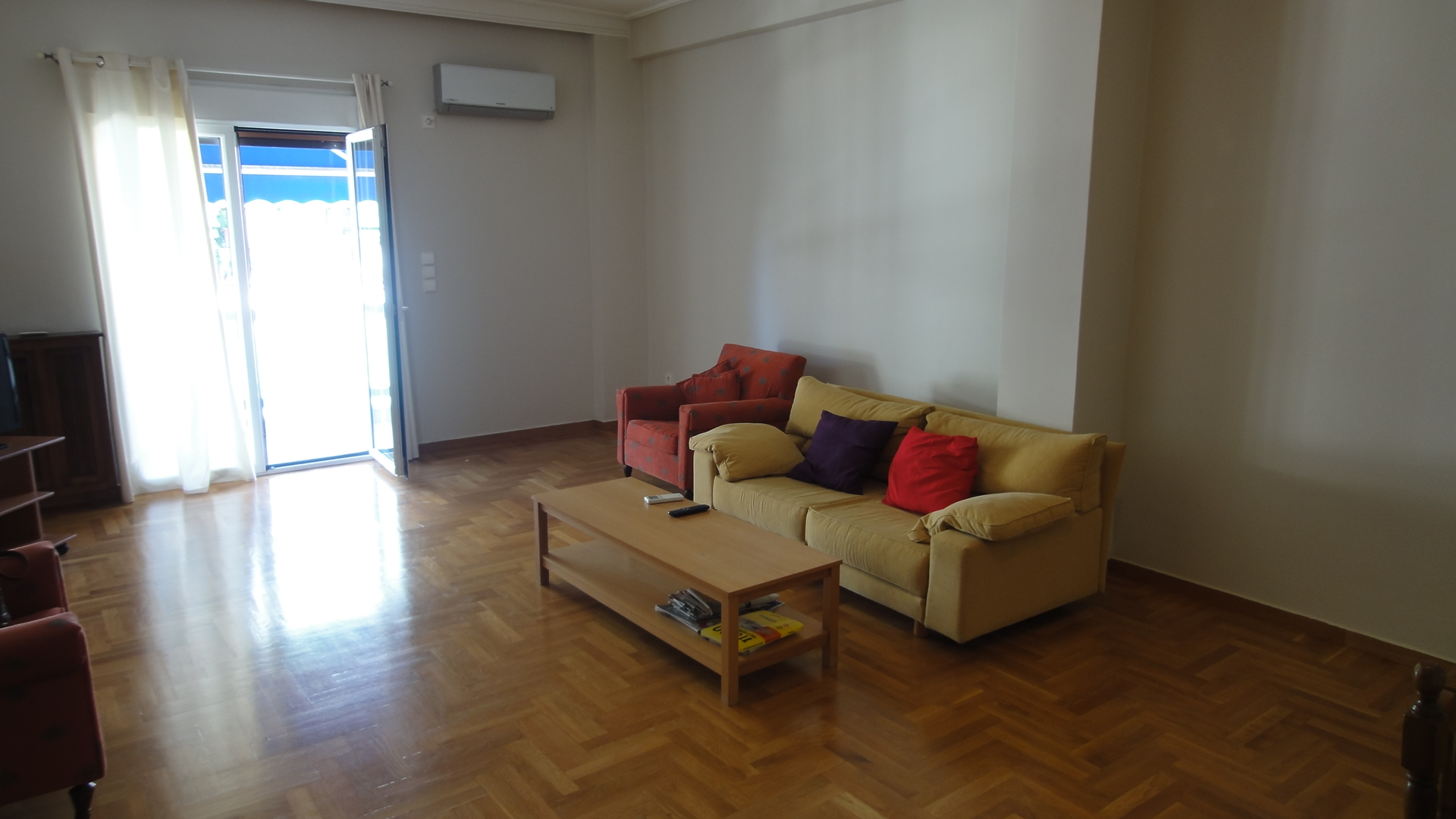 3rd floor renovated apartment